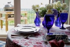 Fourth of July: A Tablescape How-To #southernladymag #4thofjuly #blueandwhitechina