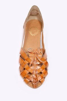 camel colored woven sandal <3