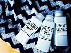 生活感を払拭してくれる、洗濯洗剤やスプレー類の詰替えボトルは、100円ショップ「セリア」でも大人気。ランドリー周りやキッチンをスッキリ整頓してくれる新作が、続々登場していますよ!