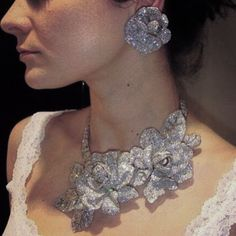 Maybe this will be the next Egyptian royal jewel to go up on the auction block: Diamond Flower Parure, possibly by Mauboussin, from the collection of Queen Nazli of Egypt Royal Jewelry, Diamond Jewelry, Diamond Earrings, Fine Jewelry, Diamond Flower, Diamond Heart, Jewelry Accessories, Jewelry Design, Crown Jewels
