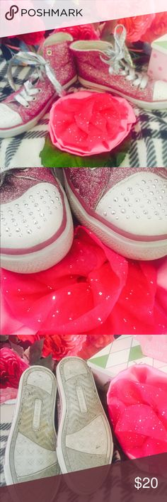 🛍💕💐 Pink Glitter High Tops size 2 👑🛍 🛍💕P ink Airwalk glitter high tops with sparkly toes ✨💐🛍 Size 2 🎀 worn just a couple of times before my daughter outgrew them 👑 her name is written in the inside not noticeable when worn 💕🌸 Airwalk Shoes Sneakers