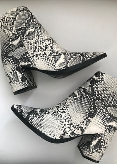shoes for required t-shirt round of sorority recruitment Cute Shoes, Me Too Shoes, Snake Print Boots, Snakeskin Boots, Booties Outfit, Boutique Fashion, Fashion Shoes, Fashion Outfits, Sorority Recruitment