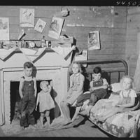 Children of a WPA (Work Projects Administration) worker's family near Siloam, Greene County, Georgia. The US Great Depression Old Pictures, Old Photos, Vintage Photographs, Vintage Photos, Dust Bowl, Great Depression, The Secret History, Women In History, Portraits