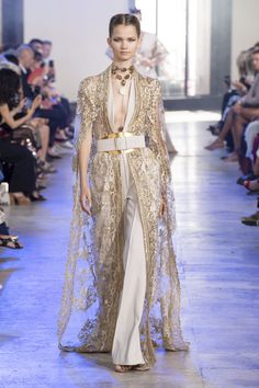 Elie Saab at Couture Fall 2019 - Runway Photos Elie Saab Couture, Charlotte Ronson, Gareth Pugh, Style Couture, Haute Couture Fashion, Lela Rose, Tracy Reese, Cynthia Rowley, Rebecca Taylor