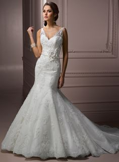Attractive V-neck Sleeveless Net wedding dress