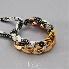 Bracelet LOUISE by Johé Bijoux  Gros maillons choker à la subtile couleur de l'or, liés avec un tissu lycra imprimé nid d'abeille.  Longueur: réglable grâce au lien à nouer.  Disponible sur www.johe.fr