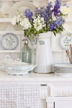 VIBEKE DESIGN: kitchen this is what I want all across the the north wall White Cottage, Cozy Cottage, Shabby Cottage, Cottage Living, Cottage Style, Country Decor, Farmhouse Decor, Country Blue, Country Style