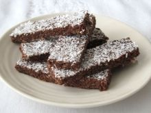 If you recall, a couple of months ago I posted these fudgy coconut brownies , which were the first homemade brownies I had ever made. Coconut Brownies, Homemade Brownies, Peanut Butter Brownies, Salted Caramel Slice, Chocolate Caramel Slice, Superfood Recipes, Raw Food Recipes, Vegetarian Chocolate, Vegan Chocolate
