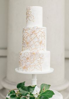 White wedding cake - Canada's Prettiest Wedding Cakes For 2016 Wedding Cake Fresh Flowers, Pretty Wedding Cakes, Elegant Wedding Cakes, Wedding Cake Designs, Pretty Cakes, Beautiful Cakes, Lace Wedding, Summer Wedding, Cupcakes