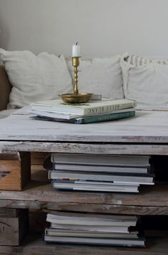 Pallet table for stacks of books