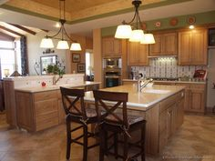 #Kitchen of the Day: A traditional Arts and Crafts kitchen design with quartersawn white oak cabinets and a sizable island with a large prep sink. (Kitchen-Design-Ideas.org)