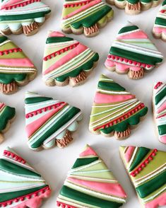 In this DIY tutorial, we will show you how to make Christmas decorations for your home. The video consists of 23 Christmas craft ideas. Cute Christmas Cookies, Christmas Treats, Christmas Baking, Christmas Fun, Xmas, Iced Cookies, Cut Out Cookies, Cupcake Cookies, Cupcakes