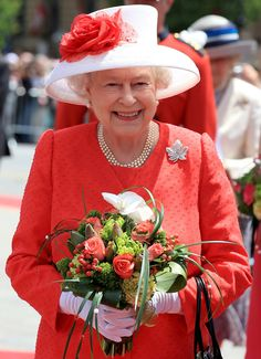 Queen Elizabeth 1st July, 2010 - The Maple Leaf Brooch