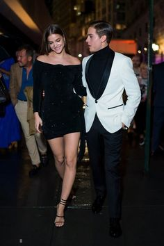 Barbara palvin y dylan sprouse son la pareja perfecta Barbara Palvin, Dylan Sprouse Girlfriend, Collage Outfits, Barbara Barbara, Chic Outfits, Fashion Outfits, Fiesta Outfit, Dylan And Cole, Lily Cole