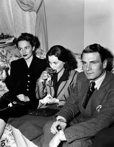 Olivia De Havilland, Vivien Leigh and Laurence Olivier.Olivia de havilland birthday countdown #24 days to go!