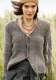 Kurze Tweed-Jacke selber stricken mit einer Strickanleitung aus Rebecca- mein Strickmagazin und dem ggh-Garn DUNDEE LAMÉ (38% Wolle, 53% Polyacryl, 6% Viskose und 3% Polyester Metall). Garnpaket zu Modell 2 aus Rebecca Nr. 60