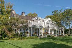 Dutch Colonial on the Sound - Eric J Smith Architect Good New Books, Beautiful Places To Live, Beautiful Homes, Fallen Book, Dutch Colonial, Hamptons House, Classic House, Grand Hotel, House Front
