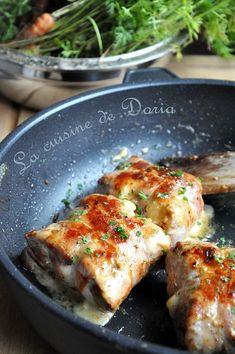 """Je vous présente une recette de Georges Blanc du livre """"La cuisine de nos mères"""". Ingrédients pour 4 personnes 4 pavés de noix de veau 8 tranches de lard fumé 1/2 livarot 50 gr de beurre 30 cl de crème fraîche épaisse 1 carotte ordinaire 1 botte de carottes..."""