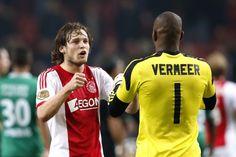 """De overstap van Ajax naar Feyenoord ligt zeer gevoelig, maar Kenneth Vermeer vraagt begrip voor zijn transfer. """"Ik ben Ajax en zijn fans dankbaar voor veertien fantastische jaren, maar kon nu niet anders dan voor mezelf kiezen. Ik wil weer spelen. En bij Feyenoord kan dat."""""""