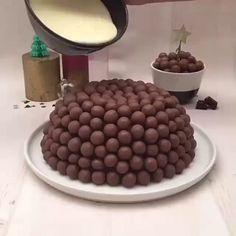 Easy Cake Recipes - New ideas Easy Cake Recipes, Sweet Recipes, Baking Recipes, Dessert Recipes, Chocolate Cake Recipe Easy, Bolo Chocolate, Cake Decorating Videos, Food Cakes, Love Food