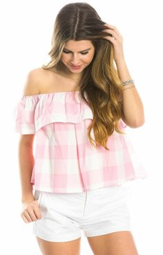 Welcome warmer weather in the Riley Gingham Ruffle Top! We're saying hello to spring and this adorable off-the-shoulder top that features gingham print, a ruffled neckline, split back and a bow! Preppy Summer Outfits, Pink Outfits, Classy Outfits, Cute Outfits, Southern Fashion, Lauren James, Pink Gingham, Weekend Wear, Ruffle Top