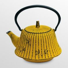 vintage metal teapot! Mustard yellow! Oooh! I want one like this for my new teapost collection!