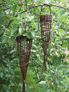 Hanging fat ball feeders - Annette Borch Jensen Twig Crafts, Nature Crafts, Garden Crafts, Garden Projects, Garden Art, Garden Design, Willow Weaving, Basket Weaving, Bird Tables