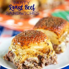 New favorite alert! These Party Roast Beef Sandwiches are AMAZING! I absolutely love every single thing about these sandwiches! I love a good roast beef sandwich and these roast beef sandwiches are THE BEST. Mini Sandwiches, Hawaiian Roll Sandwiches, Hawaiian Rolls, Tailgate Sandwiches, Appetizer Sandwiches, Sandwich Bar, Soup And Sandwich, Sandwich Recipes, Sandwich Ideas