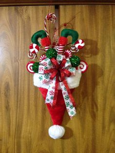 cute Christmas decoration easy diy from dollar store Christmas Swags, Holiday Wreaths, Christmas Art, Christmas Holidays, Christmas Ornaments, Christmas Picks, Christmas Picture Frames, Winter Wreaths, Outdoor Christmas