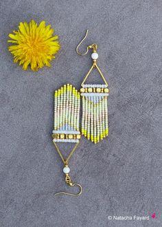Pastel doré motifs chevrons micro macramé graphique blanc beige jaune bohème boho chic boucles d'oreilles tissées bijoux de créateur France
