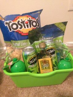 Margarita basket for buck and doe prize raffle baskets, fundraiser baskets, diy gift baskets Alcohol Gift Baskets, Alcohol Gifts, Wine Gift Baskets, Food Baskets, Fundraiser Baskets, Raffle Baskets, Fiesta Baby Shower, Baby Shower Prizes, Shower Games
