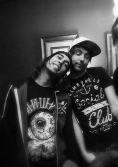 Vic Fuentes (PTV) and Alex Gaskarth (ATL). <3