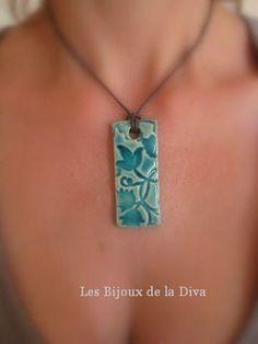 Long Florus Turquoise, céramique émaillée. 25,00 euros - Les Bijoux de la Diva