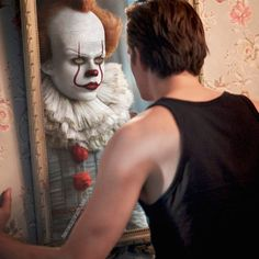 Photoshop edit by me. I have so much respect for the fact that Bill went through such a hard transition to become Pennywise and the fact that he has visited him in his dreams almost every night after. Es Pennywise, Pennywise The Dancing Clown, Scary Movies, Horror Movies, Bill Skarsgard Pennywise, Victor Webster, Roman Godfrey, Le Clown, Hemlock Grove
