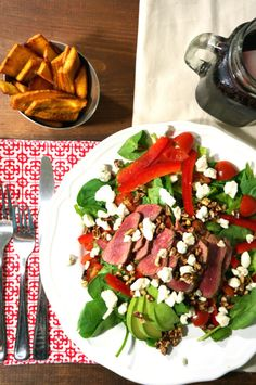 Seared Steak Salad with Crispy Plantain Chips - Kitschen Cat Easy Appetizer Recipes, Healthy Dessert Recipes, Salad Recipes, Vegetarian Recipes, Dinner Recipes, Steak Salad, Pressure Cooker Recipes, Caprese Salad, Food Dishes