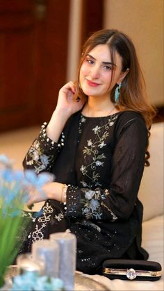 Party Wear Indian Dresses, Indian Fashion Dresses, Fashion Outfits, Women's Fashion, Pakistani Dress Design, Pakistani Dresses, Beautiful Dress Designs, Beautiful Dresses, Indian Attire