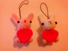 Coniglietti con cuore presenti nel mio shop http://it.artesanum.com/artigianato-coniglietto_cuore-60412.html