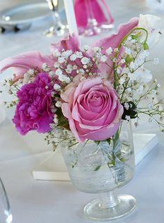 Tischdeko Hochzeit in pink mit Rosen rosa und Lilie pink