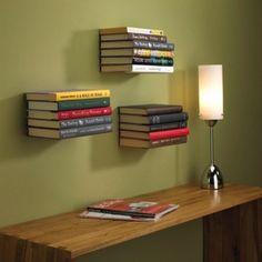 Sie benötigen eine stylische Aufbewahrung für Ihre Bücher? Dann machen Sie Ihre Bücher zu Kunstobjekten: mit dem schwebenden Bücherregal!