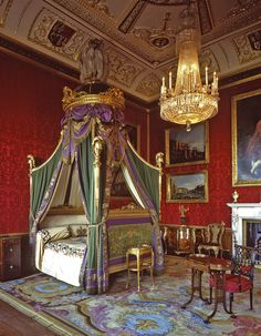 Wicked bed, but wouldn't you just be too excited to sleep in it? Holyrood Palace.
