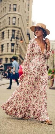 The season of boho and maxi dresses is quickly coming upon us! Make sure to check out all of these styling tips and tricks to master this season's hottest trend!