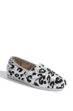 Finally a pair of TOMS I love! Sequin Leopard Print Slip-On (Women) (Nordstrom Exclusive) Sweater Weather, Cute Shoes, Me Too Shoes, Leopard Toms, Snow Leopard, Cheetah Shoes, White Leopard, Black White, Ariana Grande