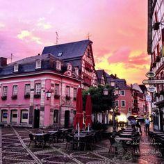 Am Marktplatz des historischen Stadtkern von Ahrweiler #ahrtalwandern