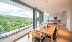 Ein modernes Architektenhaus in Pforzheim am Hang. Individuelle Planung und Realisierung durch flow.studio - zum Festpreis bauen in moderner Architektur.