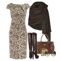 С чем носить коричневые сапоги: бежевое платье