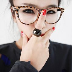 Girls with eyeglasses can make the most of your prescription fashion accessories! So ladies, you ready to take a look at the top 18 makeup tips for eyeglass Cute Glasses, Girls With Glasses, Glasses Frames, Girl Glasses, Funky Glasses, Glasses Style, Cheap Ray Ban Sunglasses, Sunglasses Women, Sports Sunglasses