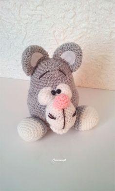 """Voici """"Fifi le gris"""" petit copain amigurumi 100% fait main! bonne humeur assurée! http://www.alittlemarket.com/jeux-peluches-doudous/fr_amigurumi_decoration_chambre_d_enfant_doudou_gros_lapin_gris_blanc_rose_-16121575.html"""