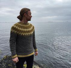 Ravelry: Project Gallery for Riddari pattern by Védís Jónsdóttir for Ístex Icelandic Sweaters, Wool Sweaters, Jumper Patterns, Knitting Patterns, Fair Isle Knitting, Ravelry, Knitwear, Knit Crochet, Winter Fashion