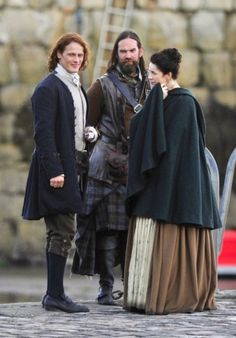 """Outlander Lover           I didn't realize that Duncan is taller than Sam as this picture clearly indicates. Sam is just shy of  6'4""""."""