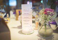 In unserer großen Tischdeko Bildergalerie findet ihr Inspirationen für Menükarten zur Hochzeit als Windlicht... | Tipps & Ideen | Schöne Beispielbilder